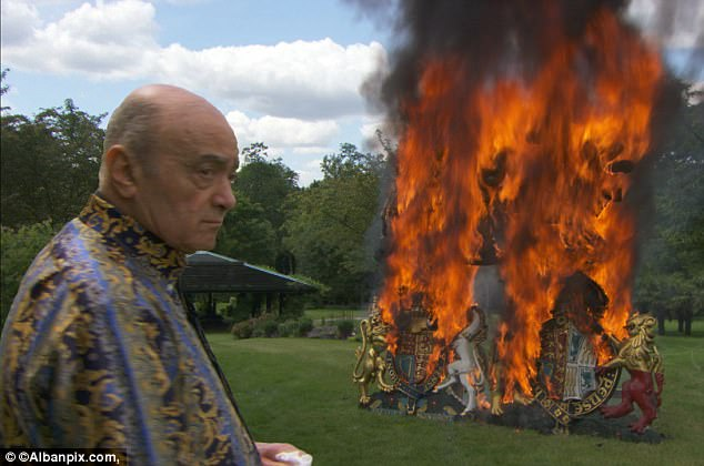 Mohamed al-Fayed burns the RW at his property