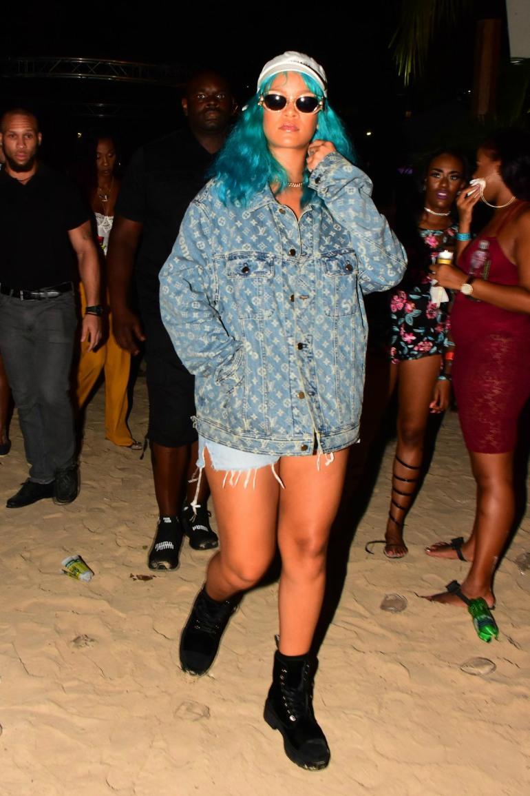 Rihanna-in-supreme