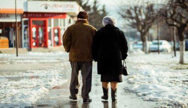 "Elderly Couple Repeatedly Misusing Internet Meme ""Cash Me Ousside"""