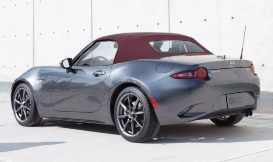 You Can Order A 2018 Mazda Miata With A Red Top, Finally