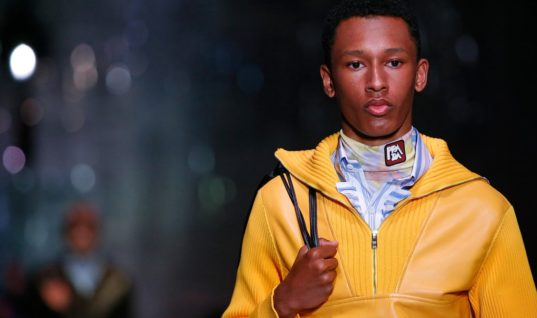 Prada guides Milan through the gaze of the 'sexy boy'