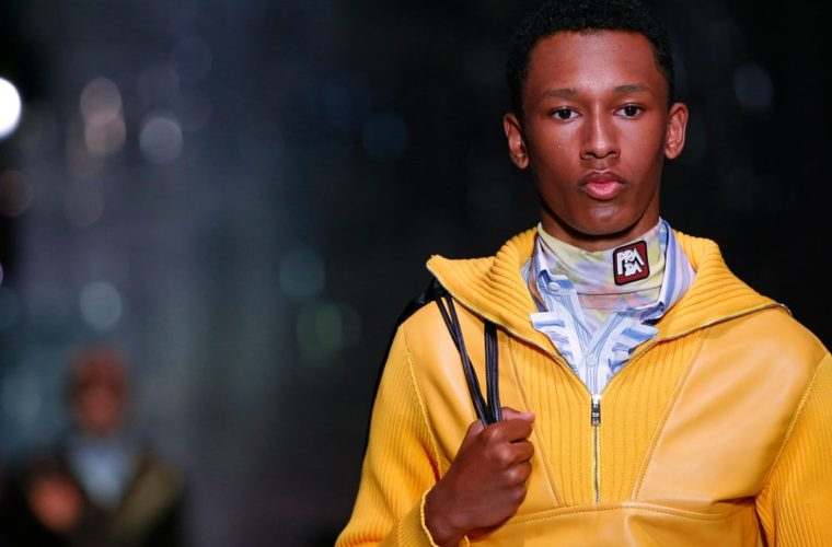 Prada guides Milan through the gaze of the 'sexy boy'