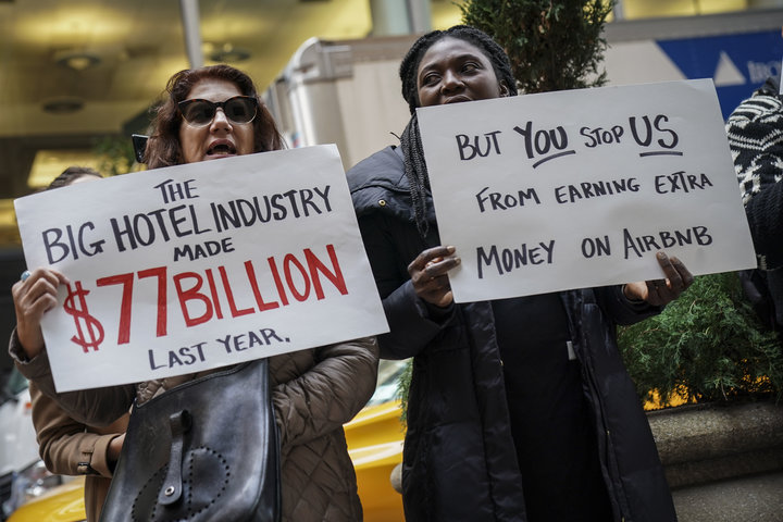 Supporters of Airbnb outside the InterContinental New York Barclay Hotel in November 2018, where global hotel industry execut