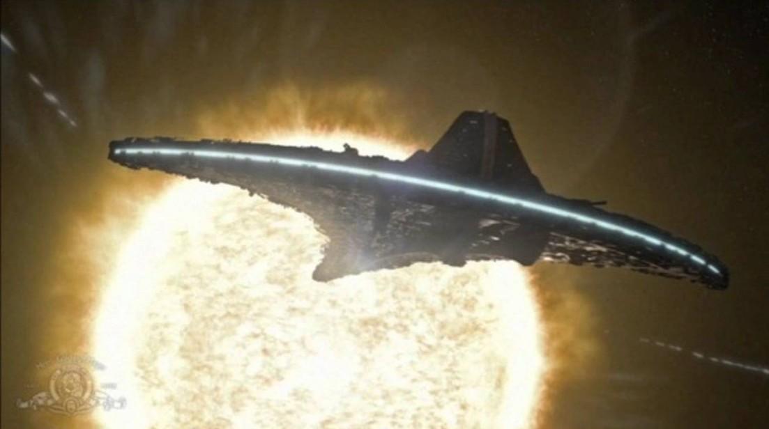Sky watcher records a fleet of huge UFOs around the Sun 35