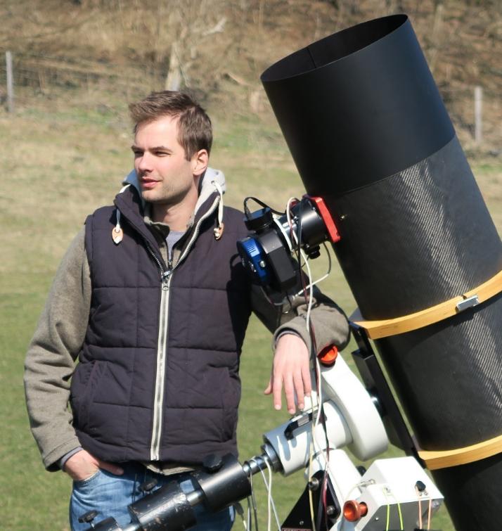 Amateur Photographer Claims He Captured Huge Planet Above Earth - Matrix Glitch? 38