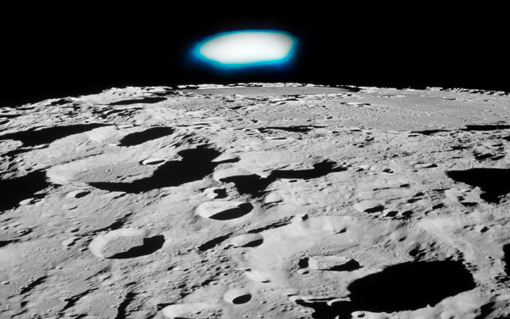 Astronomer registers a UFO that suddenly appears on the surface of the Moon 31