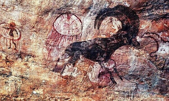 Mysterious frescoes depicting ancient astronauts found in the Sahara 31