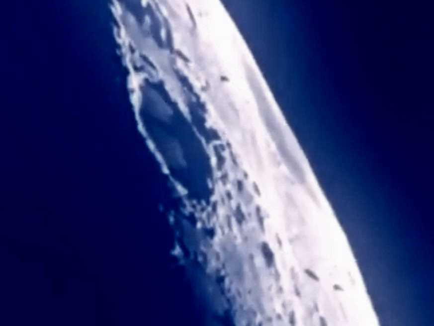 Amateur movie shows a UFO fleet heading for the moon 34