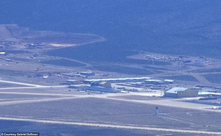 Pilot takes stunning photos of Area 51 and the construction of a mysterious hangar 45