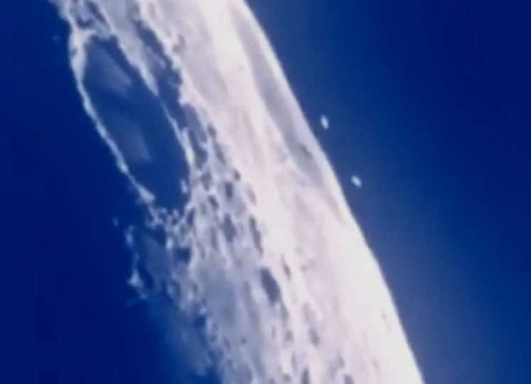 Amateur movie shows a UFO fleet heading for the moon 32
