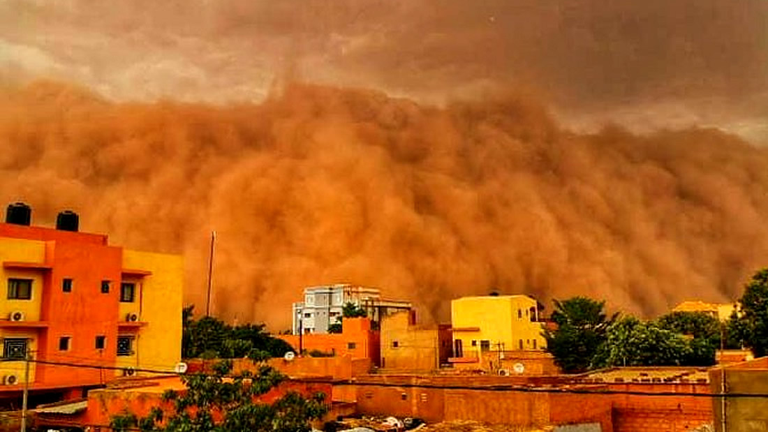 "Huge ""apocalyptic"" dust cloud covers Niger's capital in Africa 31"