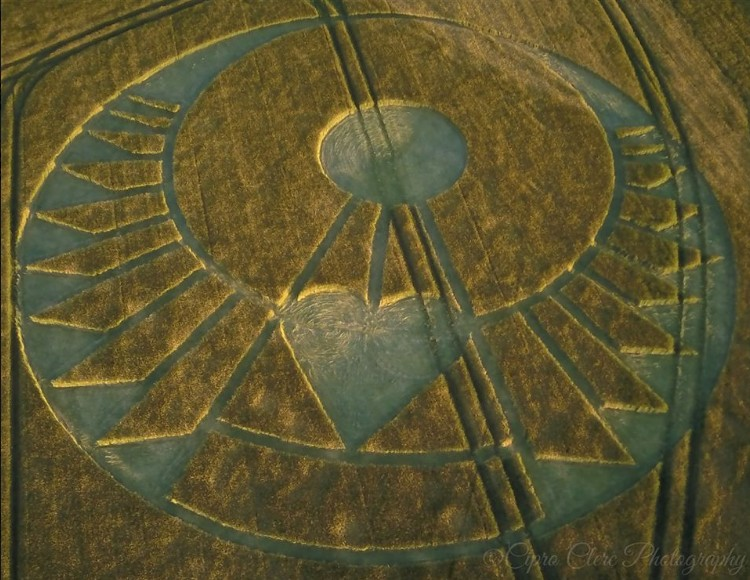 Crop Circle appears in the South of England. A message for the future that needs more love and tolerance 35