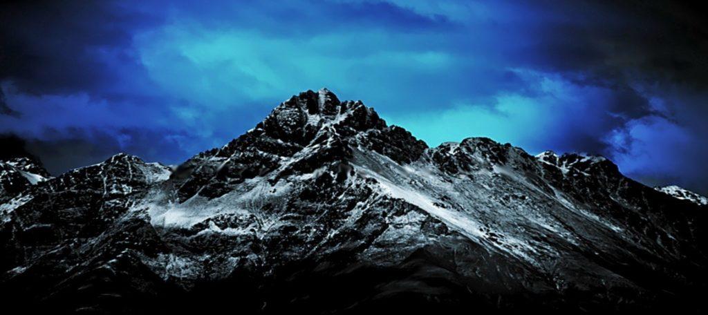 China installs antennas on the world's highest mountain 32