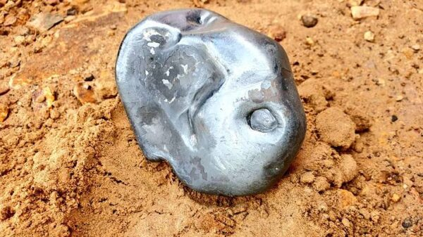 Shiny metallic meteor crashes in Rajasthan, India 31