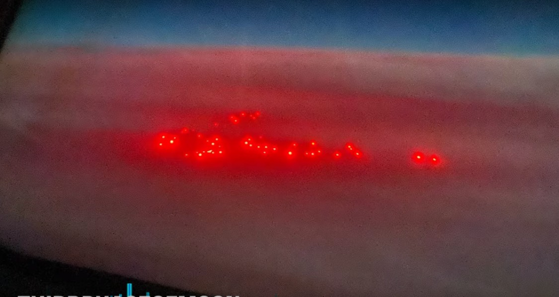Ufo fleet spotted at 10,000 meters high on the Tokyo-Los Angeles section 33