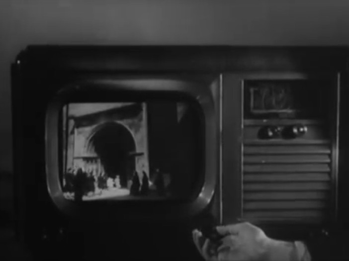 "Old 1947 French movie predicted ""cell phones"" and other modern technology! 35"