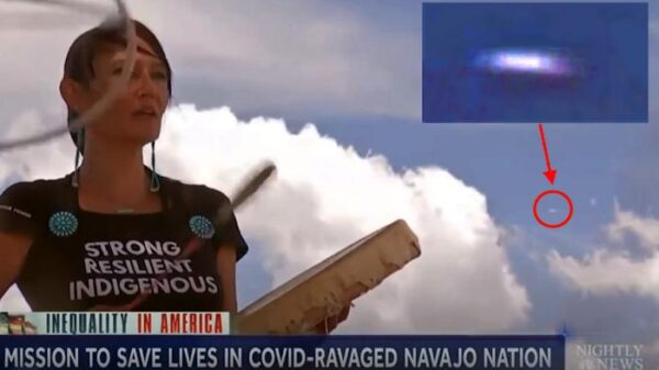 Cigar-shaped UFO appears during NBC report 17