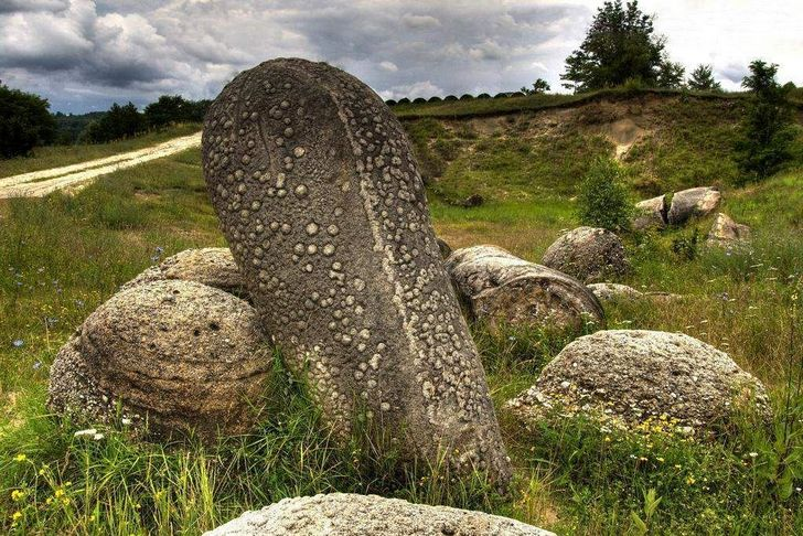 Trovants, the rocks that grow in Romania 98