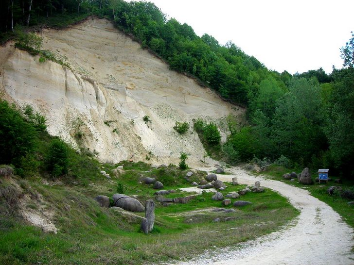 Trovants, the rocks that grow in Romania 104
