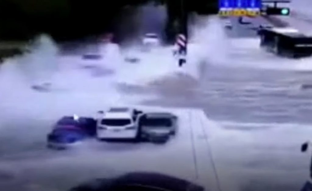 Giant tidal waves sweep cars off the road in China 31