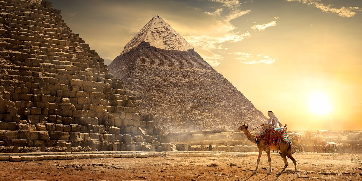 Oh God, there's something in there!  Archaeologist exposes the situation before discovery in the Great Pyramid 31