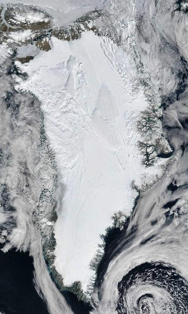 """A mysterious """"dark river"""" flows for 1,000 km under Greenland 40"""