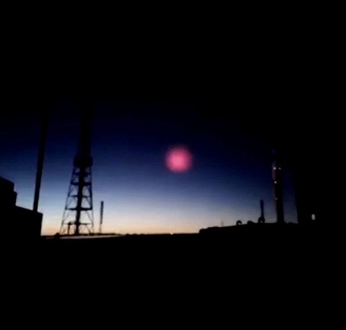 """A mysterious """"Cosmic Body"""" enters the Earth's atmosphere in China and stops before impact on the ground 40"""