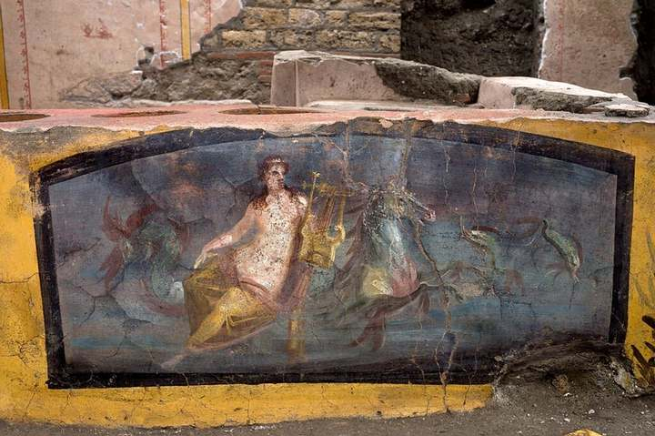 Amazingly preserved fast food stall reveals what the Romans ate in Pompeii 37