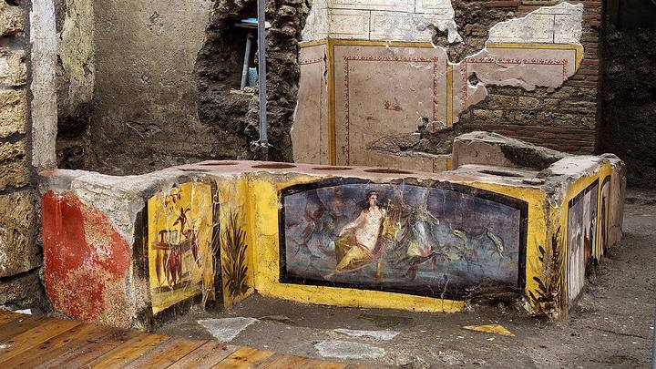 Amazingly preserved fast food stall reveals what the Romans ate in Pompeii 35