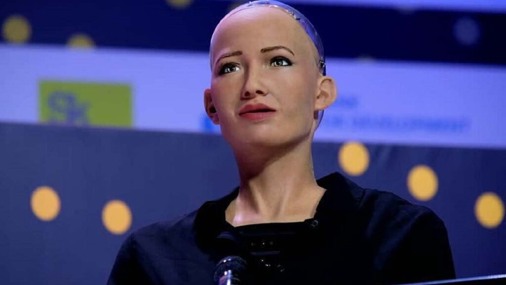 Sophia, the android who wants to destroy humanity, will be mass-manufactured to fight the coronavirus 31