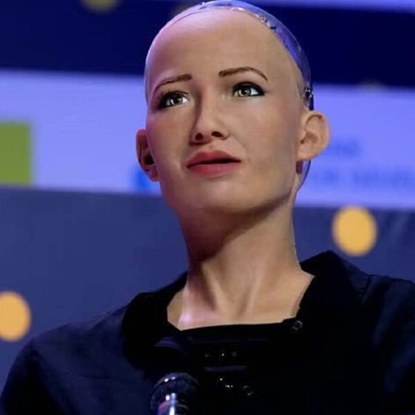 Sophia, the android who wants to destroy humanity, will be mass-manufactured to fight the coronavirus 32