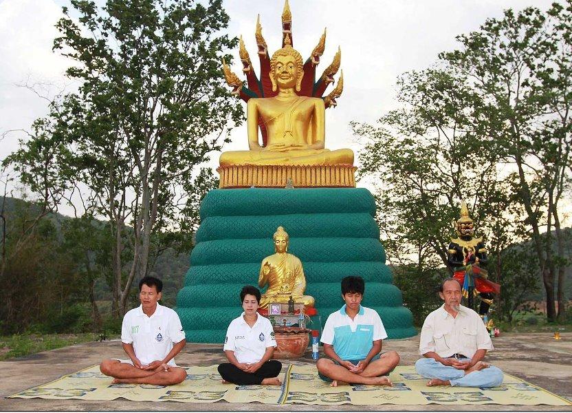 "Thai UFO Seeker group of ""Buddhist aliens"" declare: extraterrestrials are worried about destruction and war "" 40"