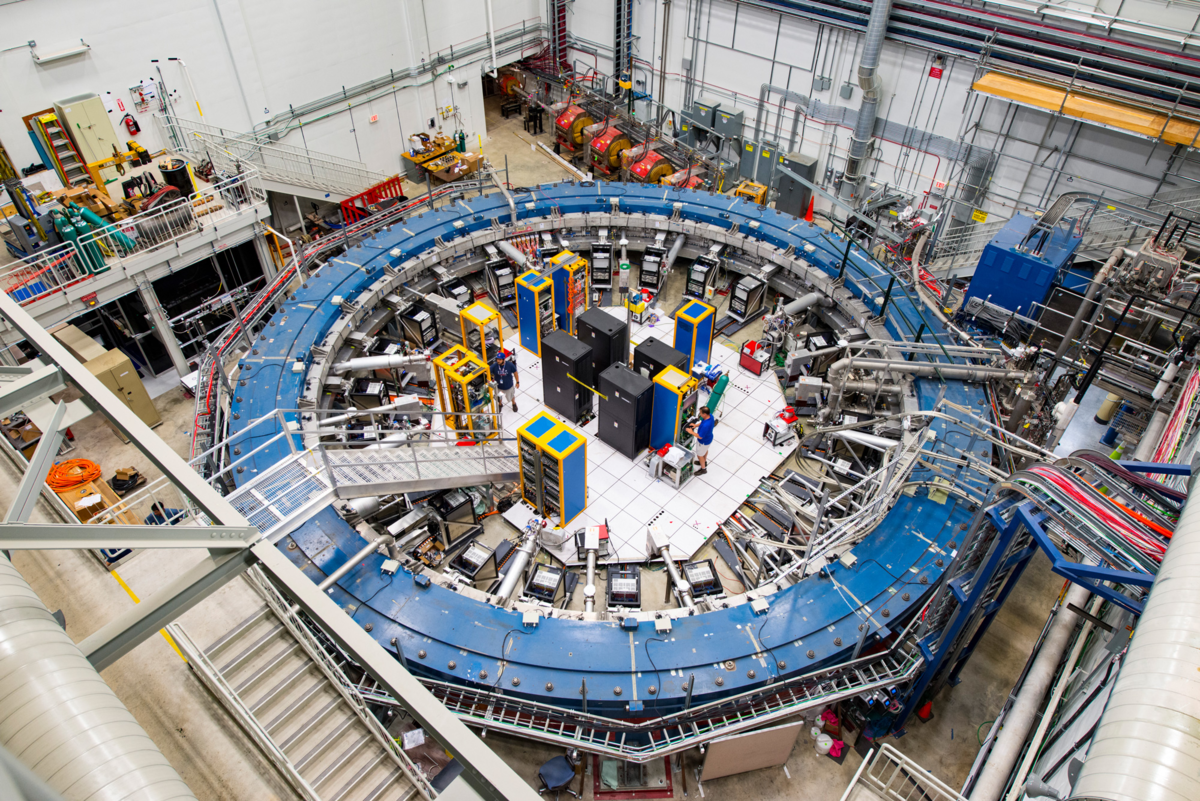 It was in this ring that the muons were dispersed.  The temperature in it is maintained at minus 270 degrees - practically, at the level of absolute zero